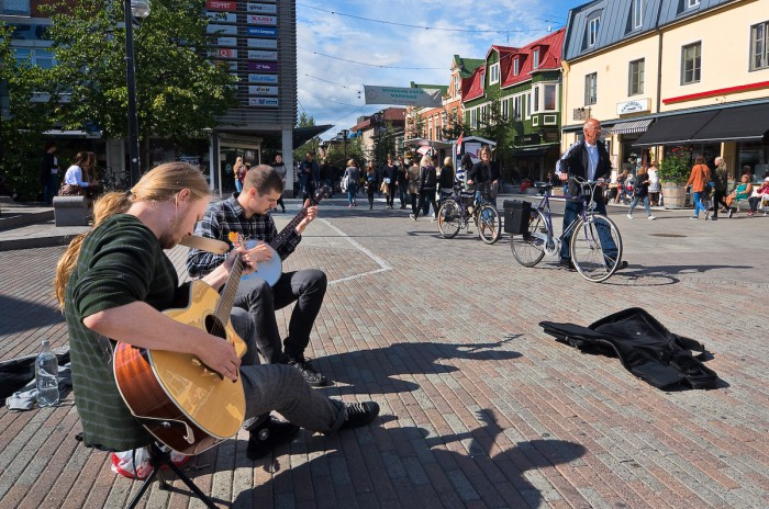 Umeå. Gatumusikanter i Umeå. Fotograf Lars-Göran Norlin